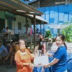 Peduli Nasib Warga, Anggota DPRD Sanggau Dewi Merlina, Serahkan Bantuan 1 Ton Beras