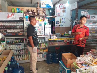 Anggota Polsek Entikong Lakukan Monitoring dan Pendataan Perkembangan Harga Sembako pasca Situasi Pandemik Virus Corona