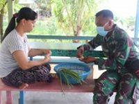 Personel Satgas TMMD, bantu siapkan sayuran