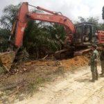 Prajurit TMMD terus awasi pengerjaan jalan ke Dusun Sekura