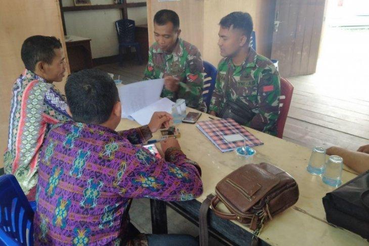 Personel  TMMD bertandang ke Kantor Desa Pandu Raya