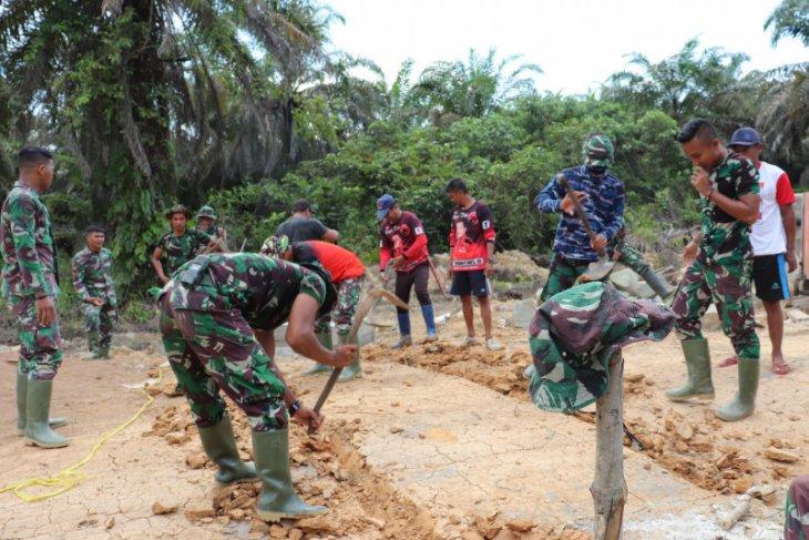 Prajurit Satgas TMMD mulai kerjakan gorong-gorong
