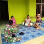 Prajurit Satgas TMMD sambangi rumah Ketua Adat Dusun Sekura