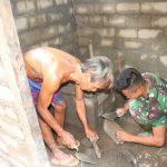 Anggota Kodim 1204 Sanggau bangun jamban untuk Sukardi warga Dusun Jonti