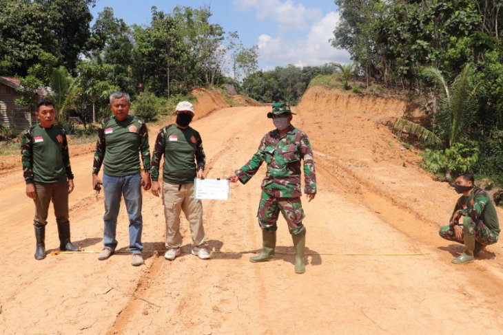Dinas PU dan SDA Sanggau cek hasil pekerjaan TMMD