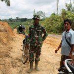 Satgas TMMD Kodim Sanggau dan Kades Pandu Raya Tinjau Lokasi TMMD