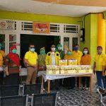 Fraksi Golkar DPRD Sanggau Bersama Pengurus DPD Serahkan Bantuan Paket Nutrisi dan Masker