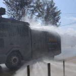 Mobil AWC Polres Sanggau Semprotkan Disinfektan di Beberapa Ruas Jalan