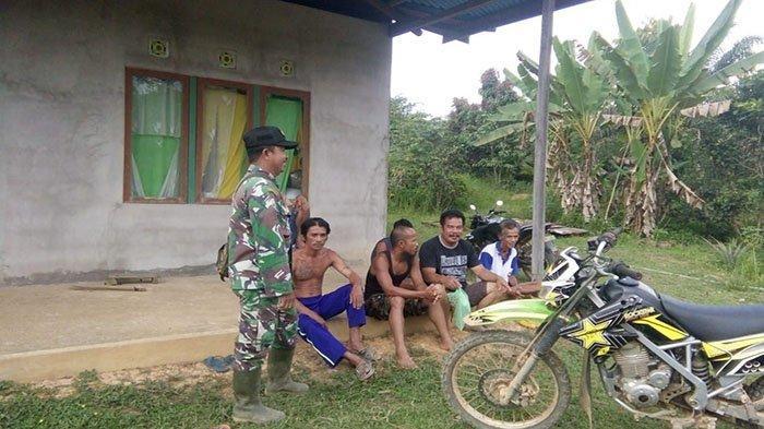 Satgas TMMD Sanggau Jalin Silaturahmi Bersama Warga Dusun Sekura