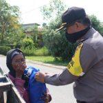 Polres Sanggau Sampaikan Imbauan Terkait Covid19 dan Serahkan Sembako pada Masyarakat Kurang Mampu