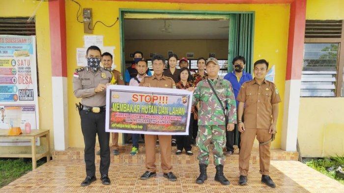 Polsek Sekayam Kampanyekan Stop Karhutla di Desa Kenaman