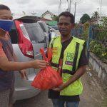 Persatuan Wartawan Sanggau Bagikan Paket Sembako Kepada Masyarakat Terdampak Covid-19