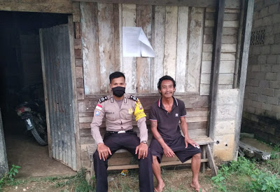 Patroli di Desa Binaan Brigpol Hendrikus Atau Berikan Himbauan Kamtibmas