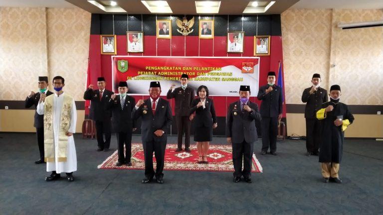 Tujuh Pejabat Administrator dan Pengawas di Lingkungan Pemkab Sanggau di Lantik Oleh Bupati Sanggau