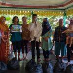 Prihatin Kondisi Warga, Raja Sanggau dan Ratu Suri Keraton Surya Negara Kembali Salurkan Bantuan