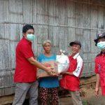 Aksi Peduli Covid-19, PDIP Sanggau Bagikan Sembako di Kecamatan Bonti
