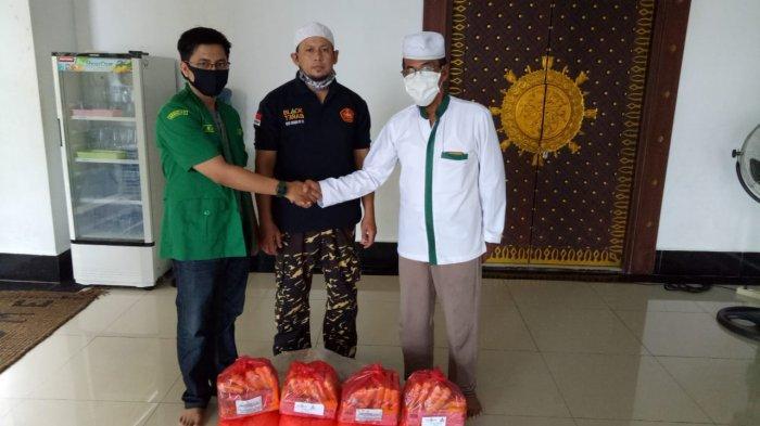Satgas NU dan GP Ansor Sanggau Serahkan Bantuan Sembako Tahap Dua