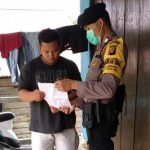 Sambangi Warganya, Bhabinkamtibmas Polsek Entikong Sanggau Sampaikan Maklumat Kapolri