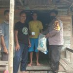Bhabinkamtibmas Tayan Hilir Salurkan Bantuan dan Sosialisasi Pencegahan Penyebaran Covid