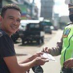 Polres Sanggau Imbau dan Bagikan Masker Cegah Covid-19 Dalam Pelaksanaan OPS Ketupat Kapuas 2020