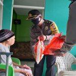 Polres Sanggau Salurkan Bantuan Sosial Pada Warga Terdampak Covid-19