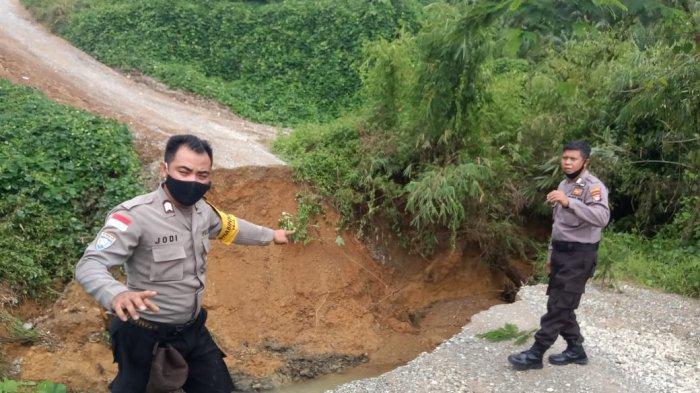 BREAKING NEWS - Jembatan di Entikong Sanggau Ambruk, Akses Ke Tiga Kabupaten Terputus