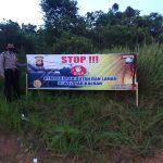 Pemasangan Banner Stop Karhutla oleh Kanit Binmas dan Bhabinkamtibmas  Polsek Tayan Hilir