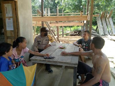 Bhabinkamtibmas Dalam Sambangnya Himbau Warga Gunakan Masker