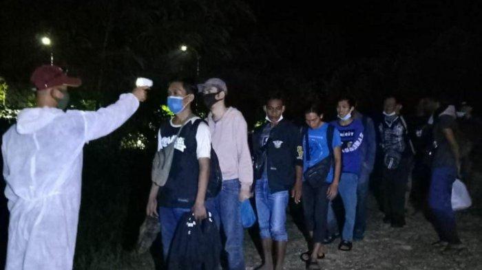 Satgas Pamtas Amankan 35 WNI yang Pulang dari Malaysia Lewat Hutan di Entikong Sanggau