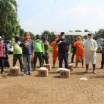 Gugus Tugas Nasional Bantu Petugas Pemakaman dengan Baju APD Anti COVID-19 - Berita Terkini