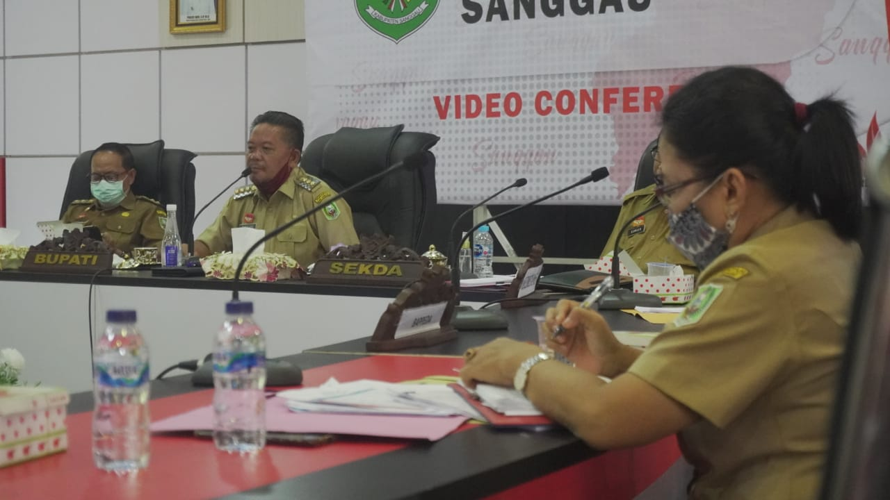 Bupati Sanggau Pimpin Rapat Melalui Vidcon, Dalam Mewujudkan Masyarakat Produktif dan Aman Covid di Masa Pandemi