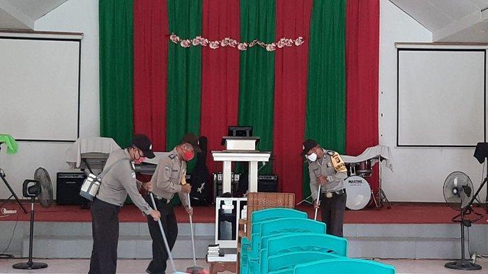 Sambut Hari Bhayangkara ke-74, Polsek Kembayan Gelar Baksos ke Rumah Ibadah