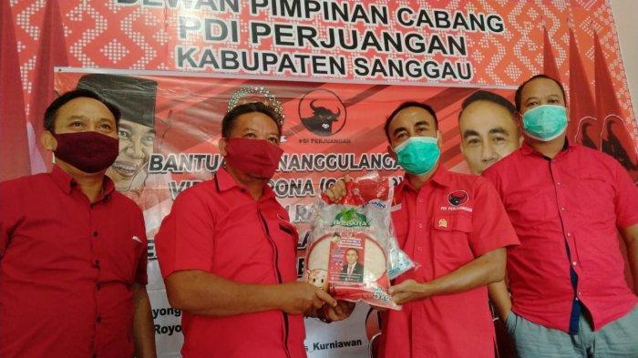Anggota DPR RI Krisantus Kurniawan Bagikan 500 Paket Sembako di Kabupaten Sanggau