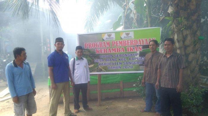 Baznas Kalbar dan Sanggau Serahkan Bantuan Keramba Ikan Serta Panel Tenaga Surya di Dusun Sebongkup