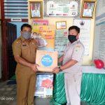 Disbunnak Serahkan Bantuan Pakaian Layak Pakai Untuk Korban Banjir Di Entikong