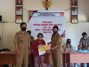 Hadiri Penyaluran BLT DD Tahap III Desa Empirang Ujung Kecamatan Balai Plt. Kepala DPM Pemdes, Alian :Manfaatkan Bantuan ini untuk Kebutuhan Pokok Keluarga.