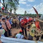 Tempayan Adat Diturunkan, Masyarakat Adat Kebun Sungai Berdamai dengan PTPN XIII