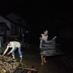 Banjir bandang terjang Entikong perbatasan Indonesia - Malaysia
