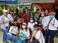 Ibu-ibu CACARING Sanggau Peduli Desa Nekan, Berikan Bantuan Pada Korban Banjir Bandang