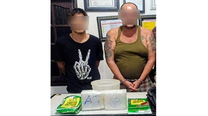 Dua tersangka (kaos hitam dan singlet hijau) saat diamankan anggota jajaran Polres Sanggau bersama barang bukti narkoba, Kamis (16/7/2020).