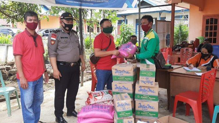 DPC PDIP Sanggau dan Fraksi Serahkan Bantuan ke Warga Terdampak Banjir Bandang Desa Nekan