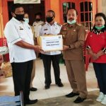 Wakil Bupati Sanggau Serahkan Bantuan kepada Warga Terdampak Banjir Bandang di Desa Nekan