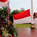 HUT RI Ke-75, Wabup Sanggau Pimpin Upacara Penurunan Bendera Merah Putih