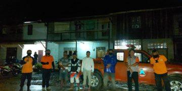 BPBD Kabupaten Sanggau Tinjau Dan Serahkan Bantuan Kepada Korban Banjir Bandang Desa Nekan