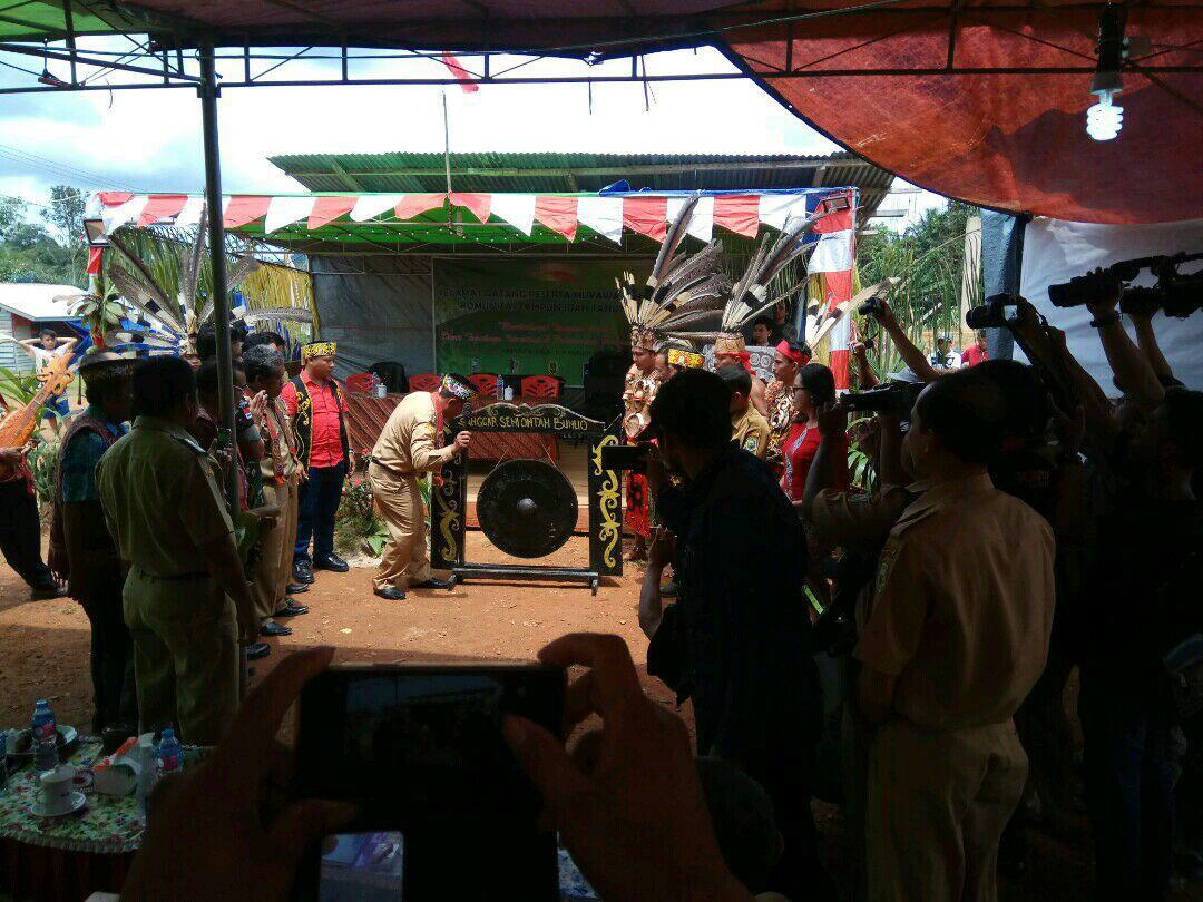 Bappeda Menghadiri Gawai Besar Rumpun Tampun Juah Kampung Semongan Desa Lubuk Sabuk Kec. Sekayam