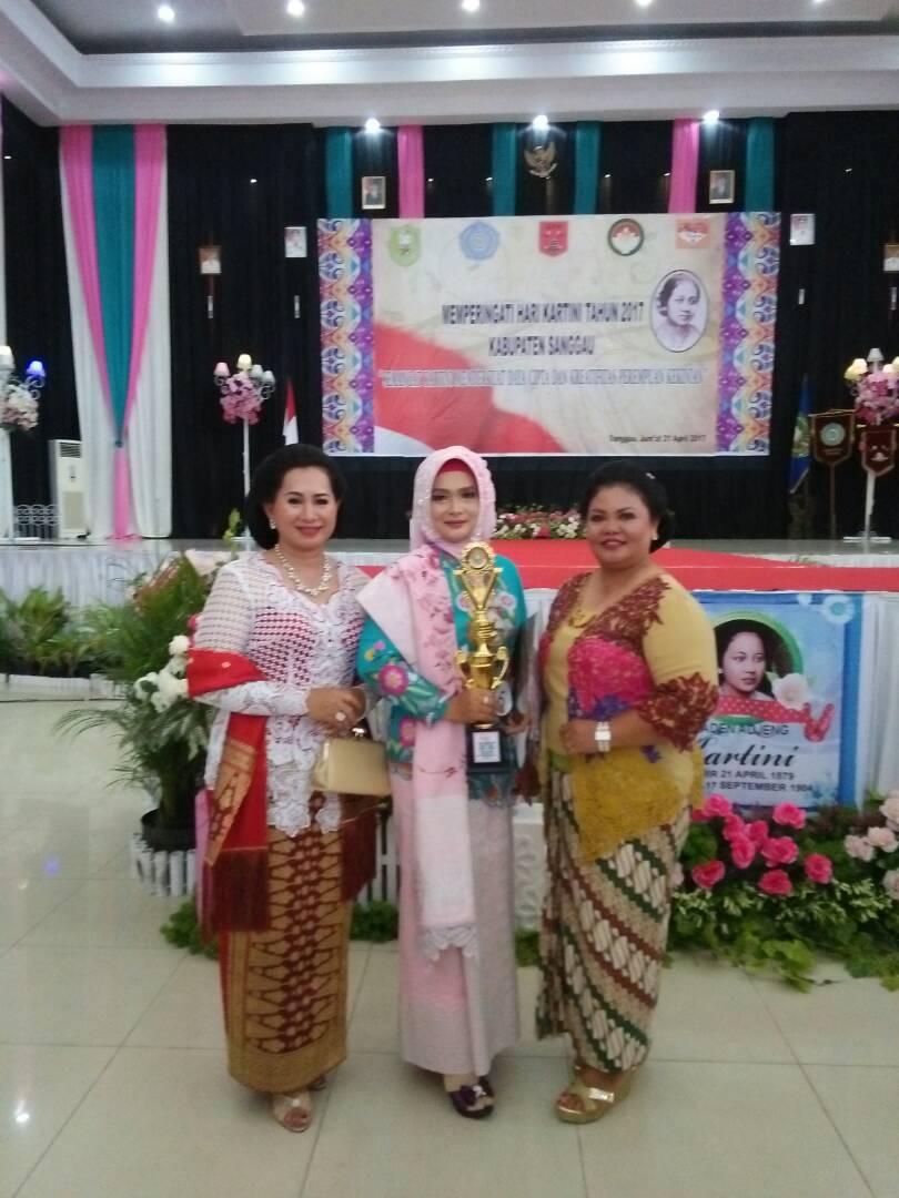 DWP Bappeda Kabupaten Sanggau Raih Juara I Lomba Kebaya Kreasi Kartini (Fashion Show) Hijab 2017