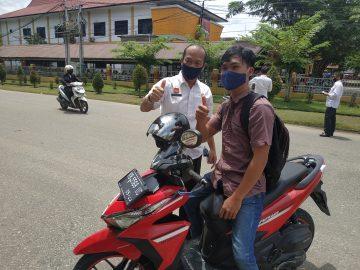 Dinas Kearsipan dan Perpustakaan Kabupaten Sanggau Bagikan 150 Pcs Masker Kepada Masyarakat