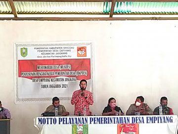 Hadiri Musyawarah Desa (MUSDES) Penyusunan RKPDesa Desa Empiyang Plt. Kepala DPM Pemdes Kab. Sanggau, Alian : Sinergikan Dengan 5 Kebijakan
