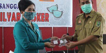 Tim Penggerak PKK Sanggau Kampanyekan Gerakan Setengah Miliar Masker