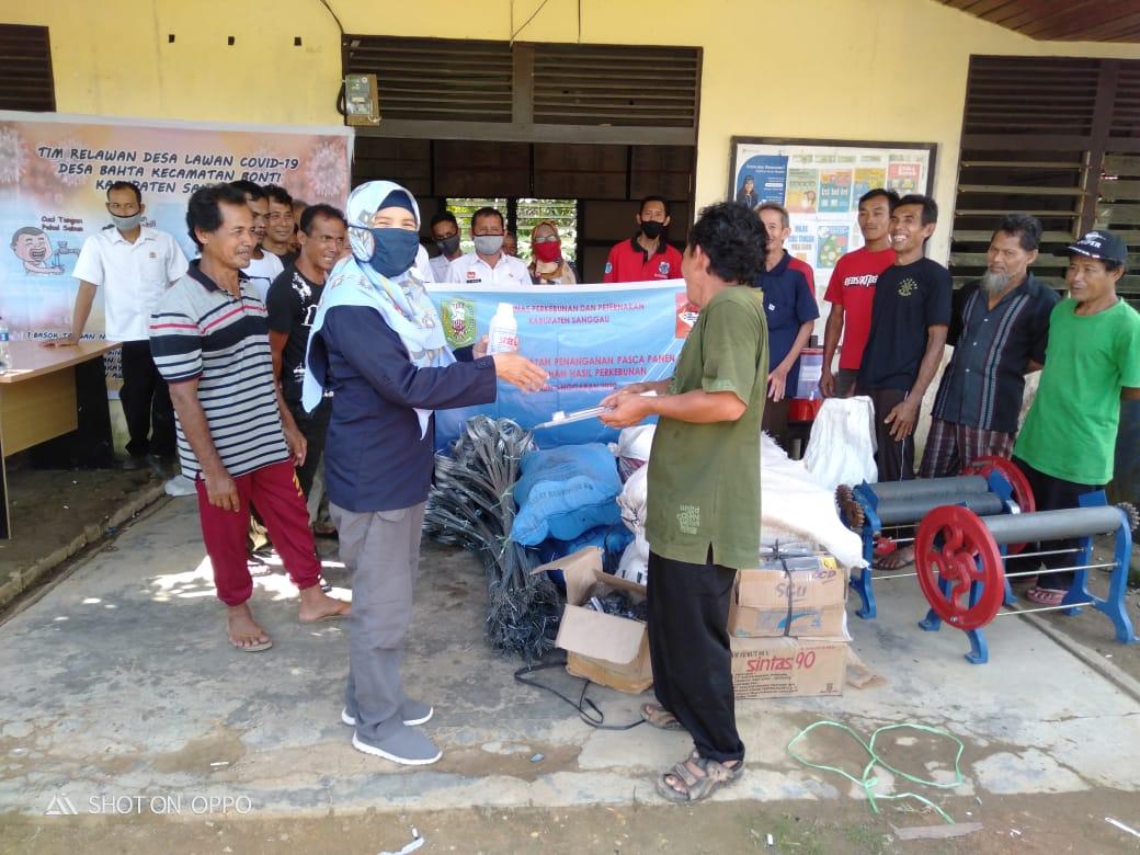 """Penyerahan Bantuan Alat Pasca Panen Karet ke Kelompok """"Sekayam Jaya"""" Desa Bahta Kecamatan Bonti"""